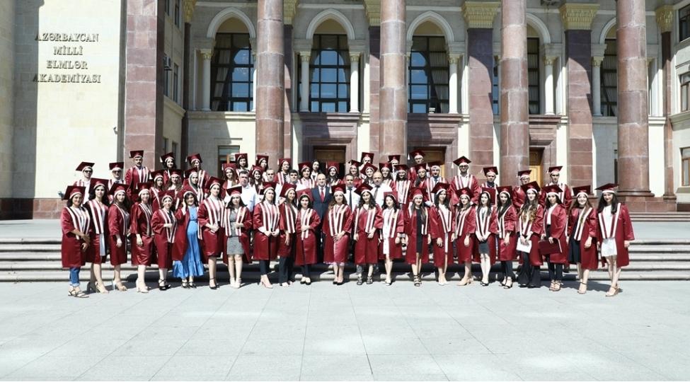 AMEA-nın magistraturasını bu il 74 məzun fərqlənmə diplomu ilə bitirib