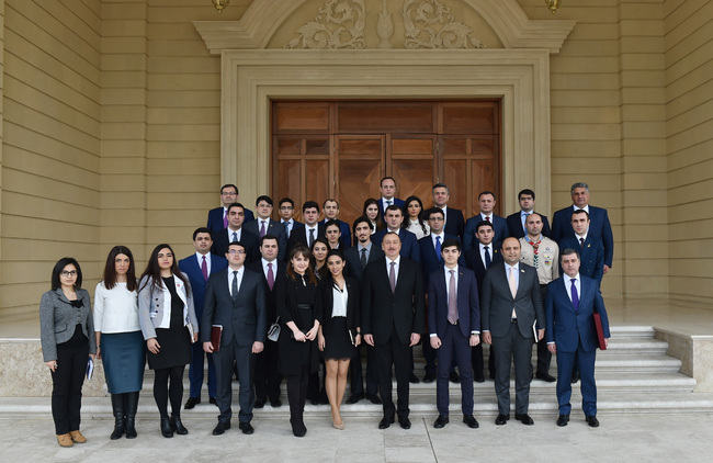 Prezident İlham Əliyev ölkə gənclərinin bir qrupu ilə görüş keçirdi