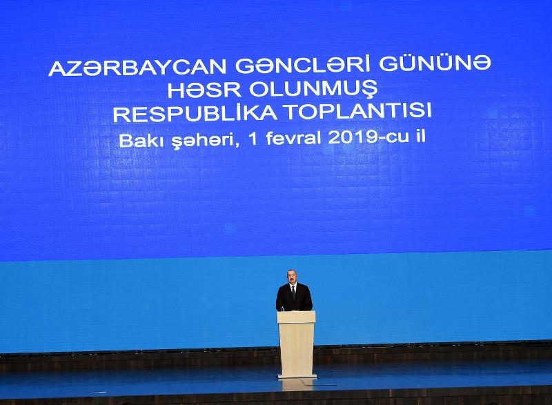 """Prezident və birinci xanım """"2 fefral Gənclər Günü""""nü 3 mindən çox gənclə birlikdə qeyd etdilər"""