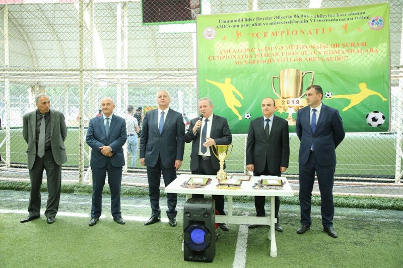 AMEA-nın gənc alim və mütəxəssislərinin VI futbol çempionatına yekun vuruldu, qaliblər mükafatlandırıldı