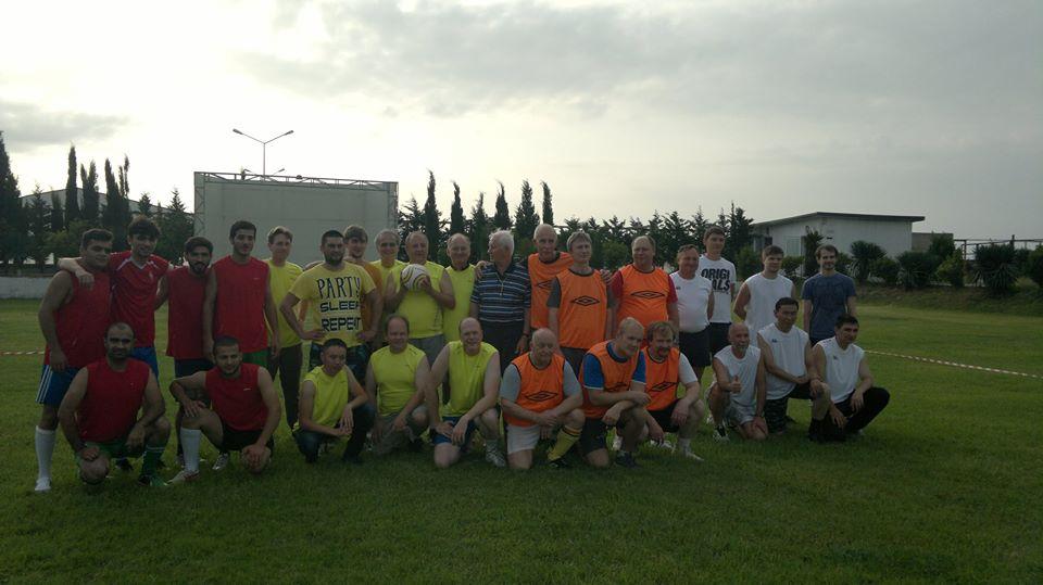 Gənc alimlər güclərini futbol meydançasında sınayıblar