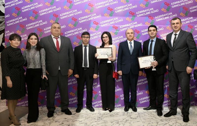 """""""2 fevral - Gənclər Günü""""ndə istedadlı və yaradıcı gənclər mükafatlandırıldı"""