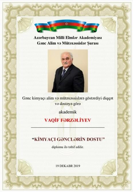 """Akademik Vaqif Fərzəliyevə """"Kimyaçı gənclərin dostu"""" diplomu təqdim olunub"""