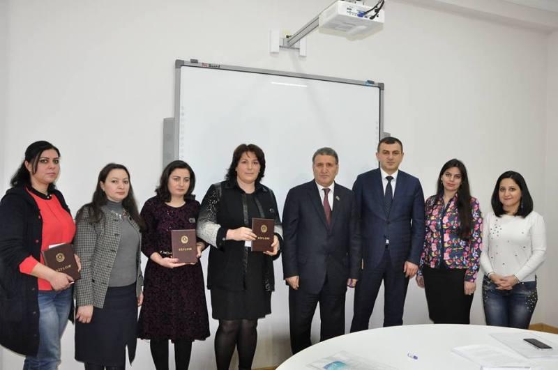 """AMEA Ədəbiyyat İnstitutunda gənc alimlərə ilk dəfə """"İlin gənc alimi"""" nişanı verildi"""