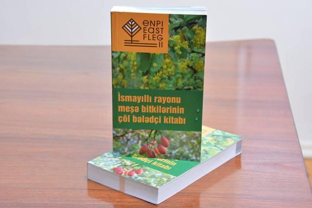"""Bioloq alimin """"İsmayıllı rayonu meşə bitkilərinin çöl bələdçi kitabı""""nın təqdimatı keçirilib"""