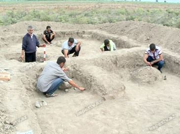 Azərbaycan arxeoloqları Nizami Gəncəviyə hədiyyə edilmiş kəndin qalıqlarını tapıblar