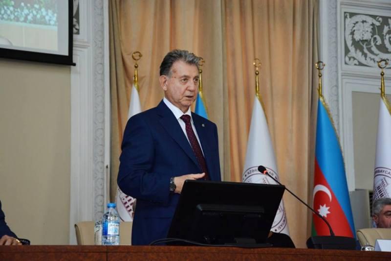 AMEA prezidenti yeni qəbul olan magistrlərlə görüş keçirdi