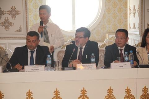 Gənc alim Tacikistanda AMEA-nın gənclər siyasəti ilə bağlı təqdimat edib