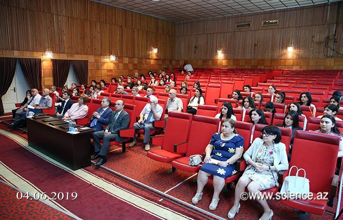 Akademik Akif Əlizadə AMEA-nın II kurs magistrantlarının dissertasiya işlərinin müdafiəsi ilə tanış olub