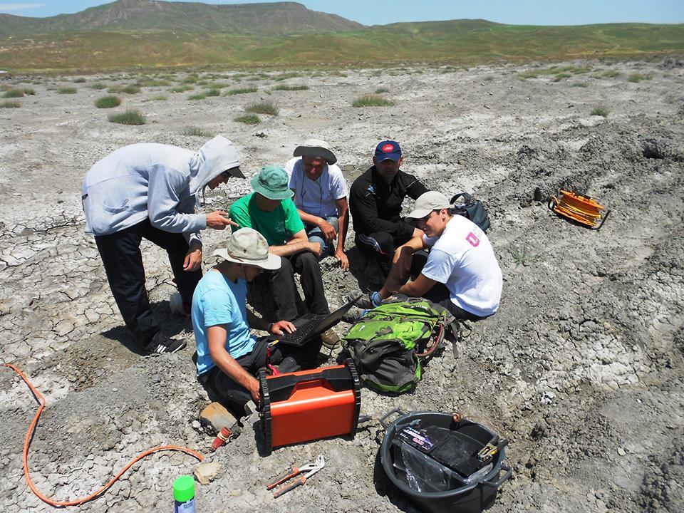 AMEA-nın geoloq alimləri fransız həmkarları ilə Azərbaycan palçıq vulkanını öyrənirlər