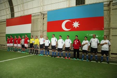 Nazirlər AMEA idman meydançasında futbol oynadılar