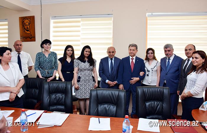 AMEA-nın prezidenti ilk magistrların dissertasiya müdafiəsində iştirak edib
