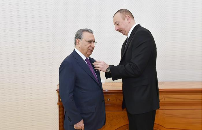 """Akademik Ramiz Mehdiyevə """"Şöhrət"""" ordeni verildi"""