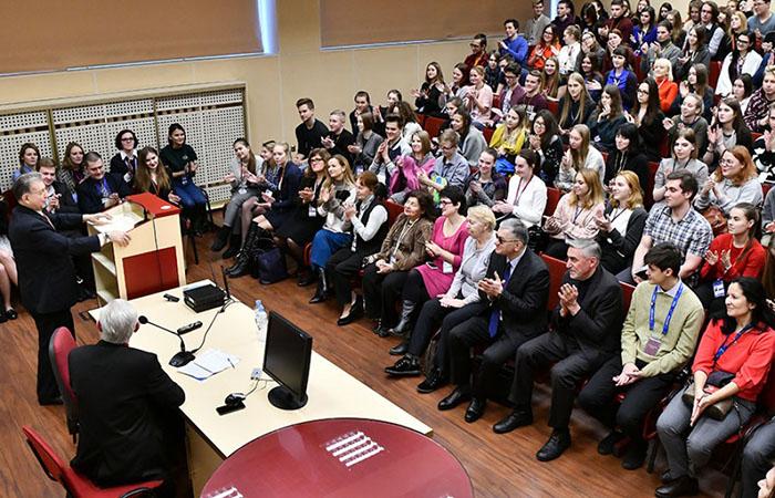 AMEA-nın prezidenti Sankt-Peterburqda tələbələrə mühazirə oxuyub