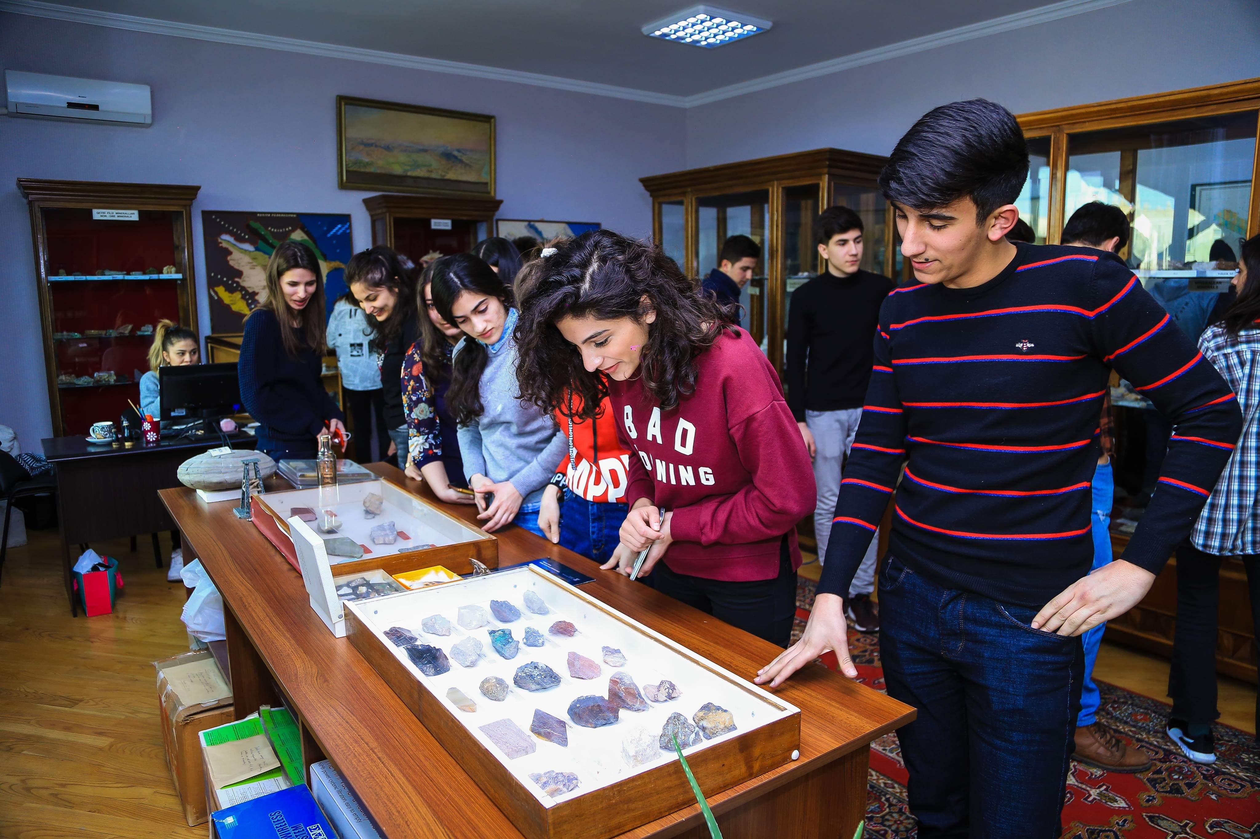 """AMEA Geologiya və Geofizika İnstitutunda geoloq tələbələr üçün """"Açıq qapı"""" günü təşkil olunub"""