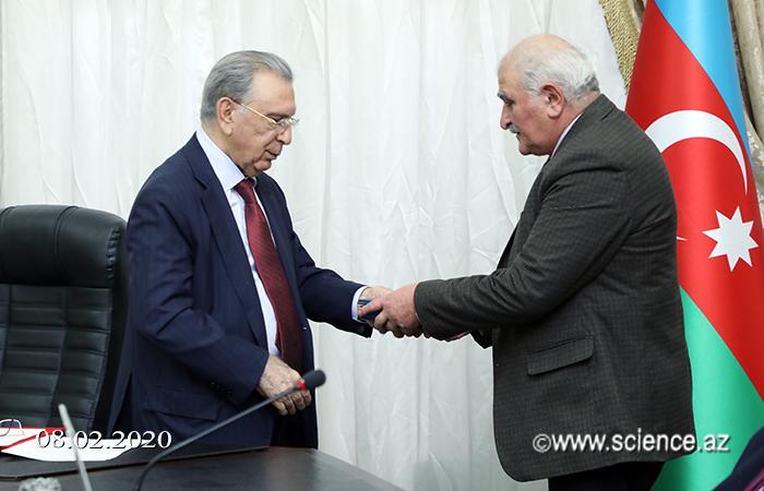 AMEA-nın bir qrup aliminə BDU-nun 100 illik yubiley medalı təqdim edilib